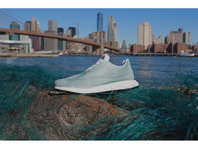 Der neue Prototyp - Das Obermaterial besteht vollständig aus recycelten Plastikabfällen und Netzen aus dem Meer, Quelle: adidas.com
